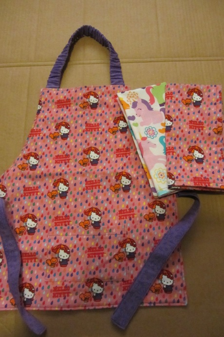 Daughters: I had leftover fabric from both aprons so made napkins to complete the set.